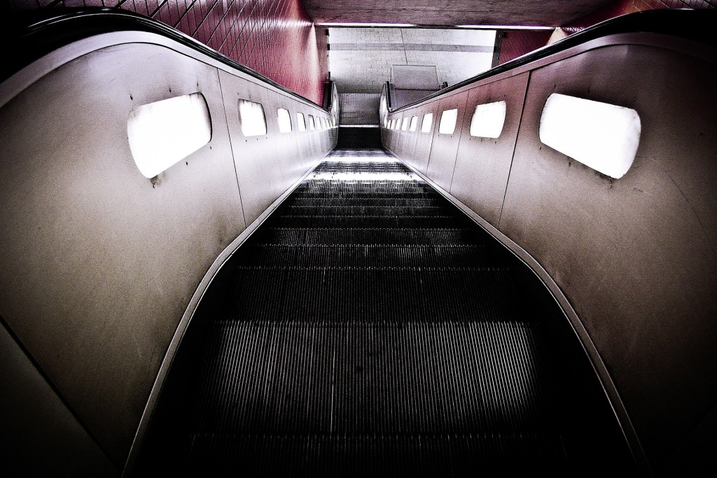 escalator-594207_1920